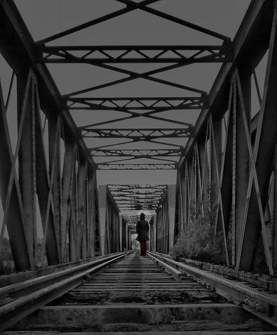 buscando un lugar entre mis sueños ... Streetphotography Bw_collection EyeEm Best Shots Colorsplash