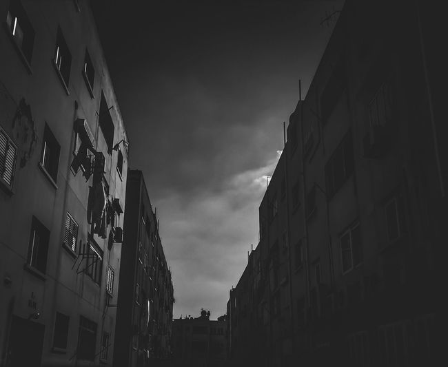 Streetphotography EyeEm Selects Walking Around Smartphonephotography Nightphotography darkness and light Dim Light Blackandwhite Photography Urbanphotography Blackandwhite Photography Blackandwhite Building Story WeekOnEyeEm City Sky Architecture Building Exterior Built Structure Spooky Stories From The City