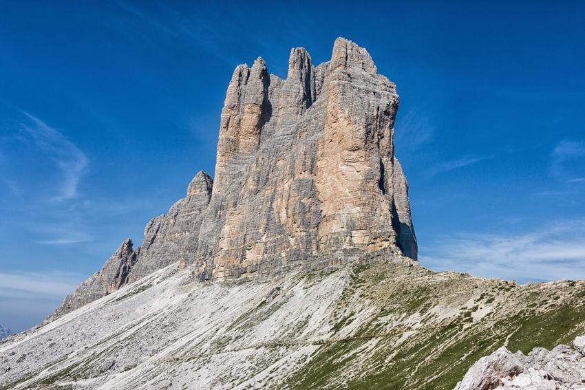 tre cime di lavaredo Dolomites, Italy Dolomiti Italy Tre Cime Tre Cime Di Lavaredo Beauty In Nature Day Dolomiti Lavaredo Mountain Nature No People Outdoors Scenics Sky Three Peaks Of Lavaredo Unesco