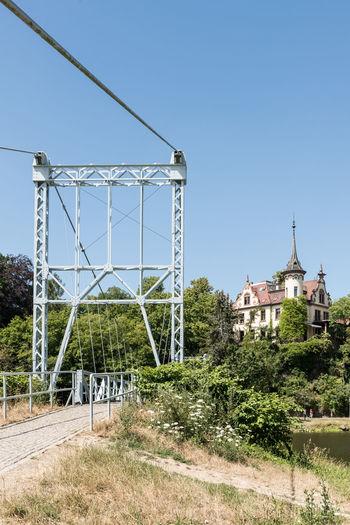 Deutschland Grimma Hotel Schloss Gattersburg Hängebrücke Architektur Historisch Klarer Himmel Mulde Sachsen Tag