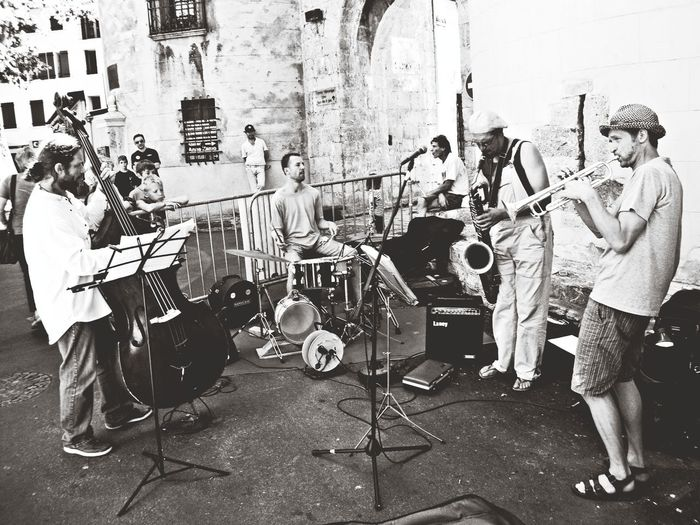 Lip Smacking Good Streetmusic in Ceret Bw_collection