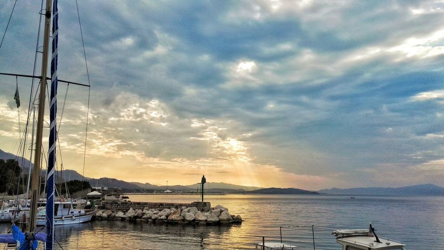 Sunset #sun #clouds #skylovers #sky #nature #beautifulinnature #naturalbeauty #photography #landscape Hanging Out Taking Photos Relaxing Seaside Exploring GoodMorning⛅