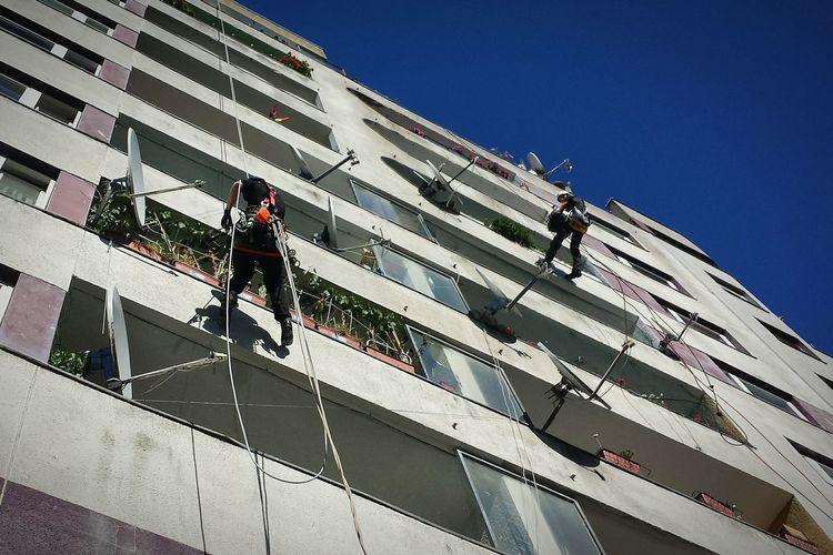 House climbing. Hanging Out Upintheair Construction House Climbing Check This Out Up In The Air
