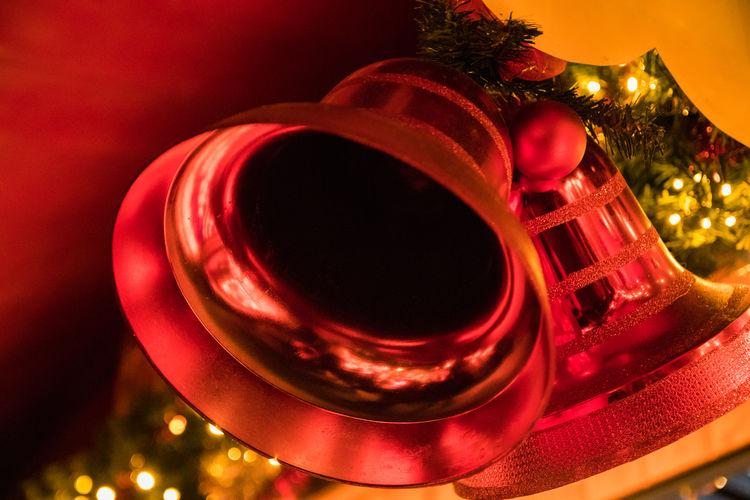 Leipzig Weihnachten Weihnachtsdeko Weihnachtsdekoration Weihnachtsstimmung Weihnachtszauber  Weihnachtszeit Christmas Christmas Decoration Christmas Lights Christmas Tree Close-up Focus On Foreground Illuminated Indoors  Musical Instrument Night No People Red Tree Weihnachtsmarkt