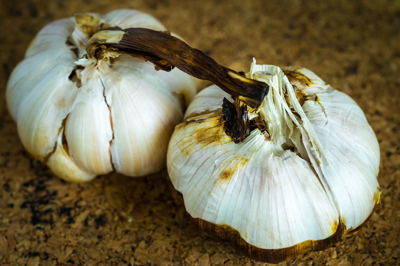 Garlic roast on cork sheet Close-up Day Food Food And Drink Freshness Garlic Garlic Bulb Healthy Eating Ingredient No People Vitamin
