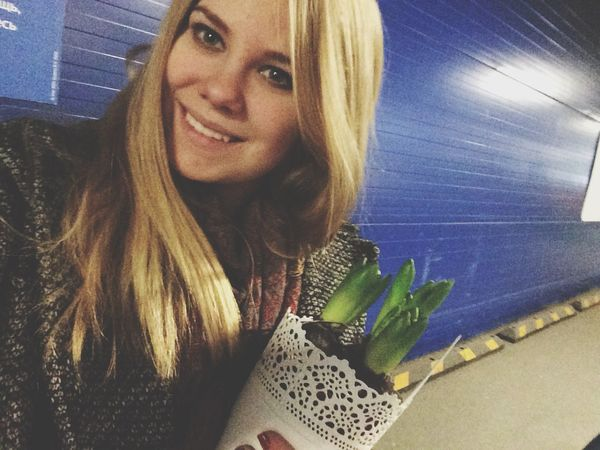 I found a friend in IKEA and his name is Petya. It's hyacint ☺️ Hello World Shopping Flowers Model