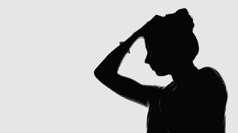 Figura ... Only Men One Man Only One Person Silhouette Adult Adults Only People Depression - Sadness Men One Young Man Only Males  White Background Young Adult Human Body Part Portrait Real People Ink Indoors  Day Symplicity Streamzoofamily Españoles Y Sus Fotos