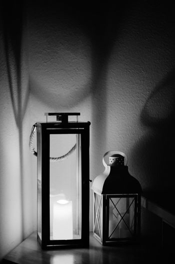 Leuchten Wall - Building Feature Container Indoors  Bottle Shadow No People Table Domestic Room Still Life Shelf Illuminated Glass - Material Wall Lighting Equipment Home Interior Drink Electric Lamp Sunlight