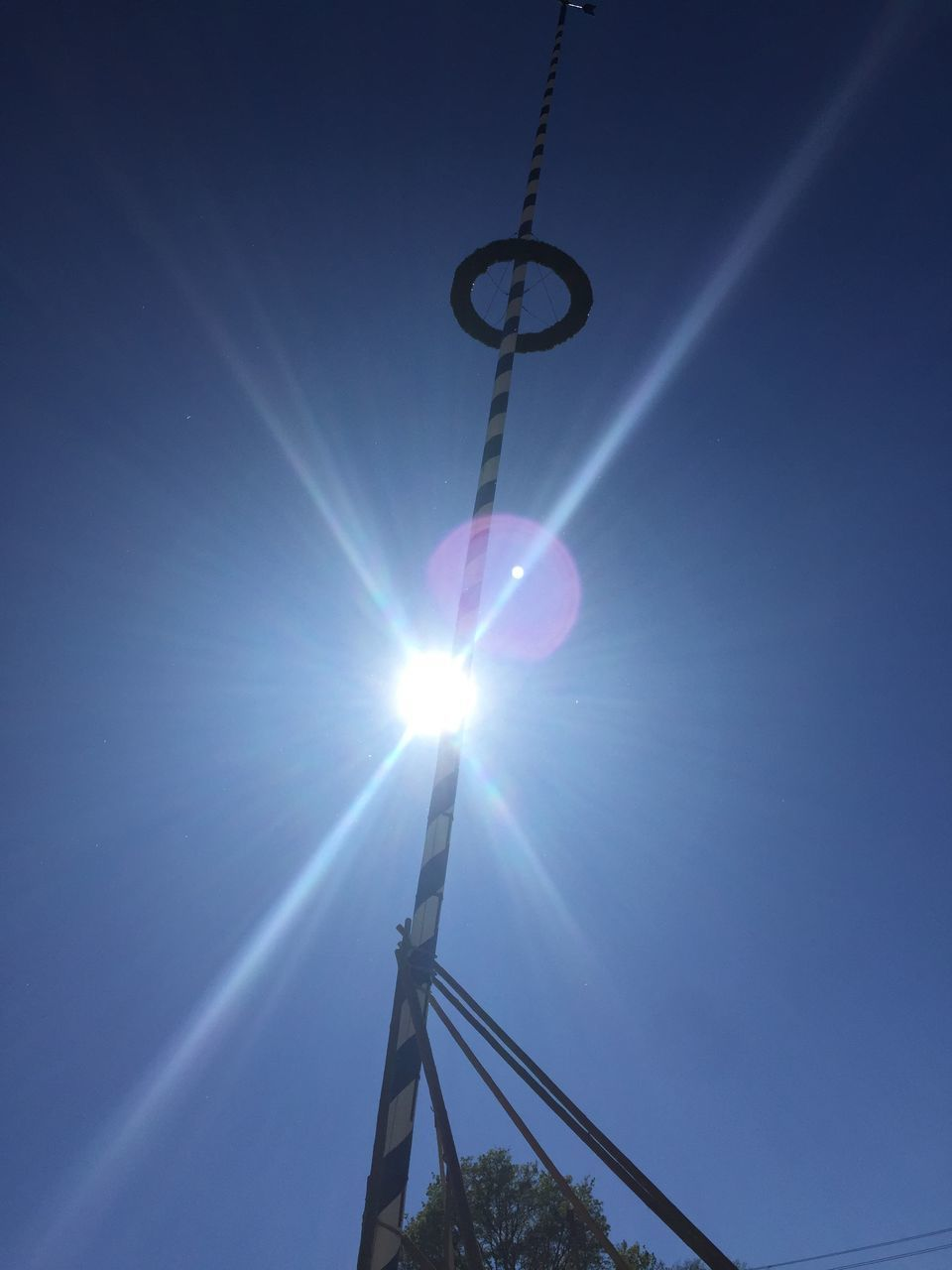 sun, lens flare, sunbeam, sunlight, no people, hanging, low angle view, outdoors, day, sky, nature
