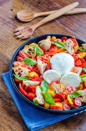 Food And Drink Herb Meal Salad Croutons Food Foodphotography Fresh Freshness Garnish Healthy Healthy Eating High Angle View Indoors  Indulgence Mozzarella No People Organic Plate Ready-to-eat Still Life Tabletop Tomato Vegetarian Food Yummy