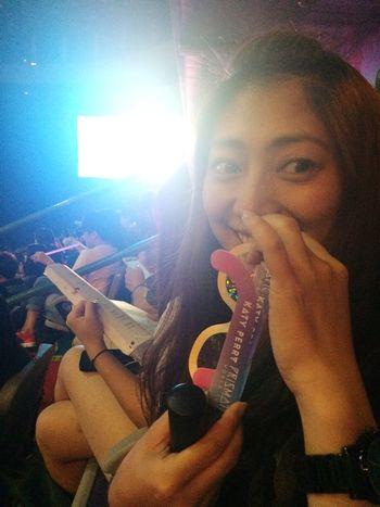 這是一個真的等很久的演唱會!旁邊的小妹妹都拿起高中英文課本來背單字惹⋯ Taipei Arena Katy Perry Worldtour Colorful Hard Work