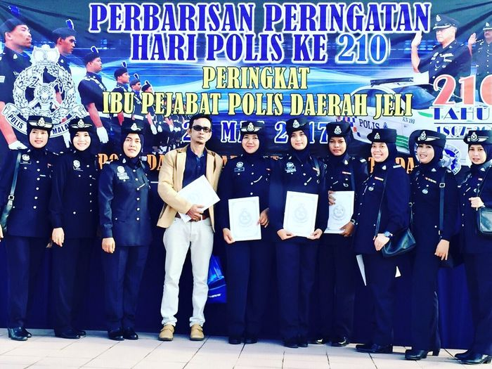 🇲🇾Selamat Hari Polis 210 Tahun 2017👮🏻♀️ Hi Its Me Self Portrait Police Woman Police Uniform Woman In Uniform Woman Portrait Woman Of EyeEm Self Portrait Young Women Adult Young Adult Human Body Part Portrait Photography Front View Outdoors Happy Police Day 2017 Kelantan #malaysia