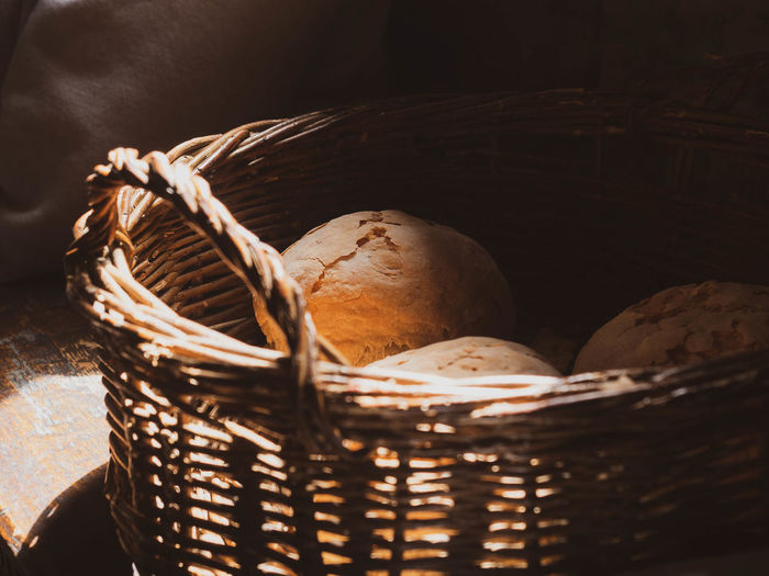 Container Basket Wicker No People Still Life Close-up Food Indoors  Food And Drink Healthy Eating Freshness Wellbeing Selective Focus Egg Brown Day Sunlight Nature Creativity Bread Bun Food And Drink Food Industry Ingredient