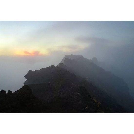 Laislabonita LaPalma Islabonita SPAIN Volcano EyeEmBestPics Foggy Morning Mountains Morning Sky Morning Light Rock Formation Morning Glow Clouds Mountain View EyeEm Best Shots My Favorite Photo