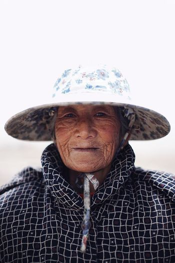 Portrait Senior Adult People China Looking At Camera Senior Grandma Hat Bright Faces Of China Malte Schürmann