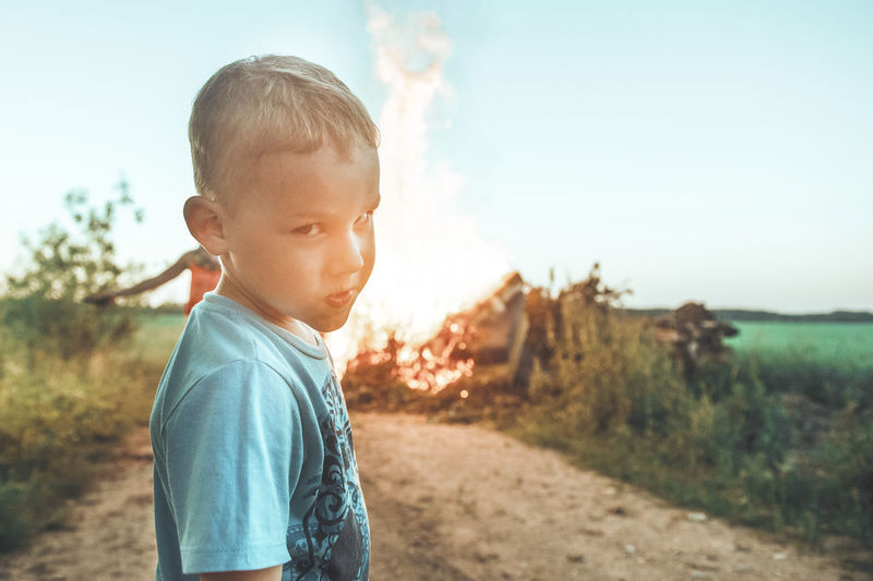 kids and fire Bad Boys Casual Clothing Child Childhood Cute Dangerous Day Fire Focus On Foreground Innocence Land Leisure Activity Lifestyles Looking Males  Men Nature One Person Outdoors Real People Sky Sos Standing