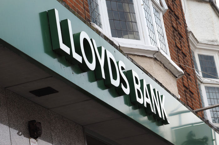Architecture Bank Signs Essex Coast Flats Above Shops Frinton-on-Sea Green Sign Lloyds Bank Uk Banking