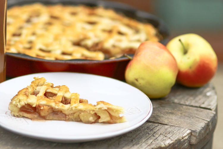 Close-Up Of Pie And Apples On Table