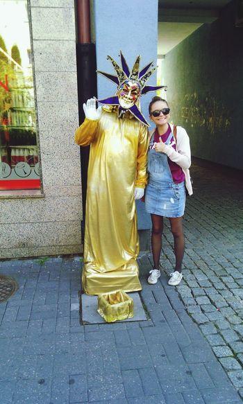 Performance!! Gold man, it's so funny! :) Hello World Street Photography Street Fashion Model