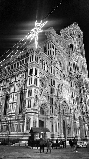 Building Exterior Architecture History Travel Destinations Bnw_of_our_world Bnw_people Bnw_collection Architecture Bnw_city Bnw_architecturelines Bnw_pattern Architectural Feature Old Buildings Bnw_captures Bnw_streetphotography Famous Place Santa Maria Dei Fiori Firenze Florence_bnw Italy🇮🇹 Xmas In Italy