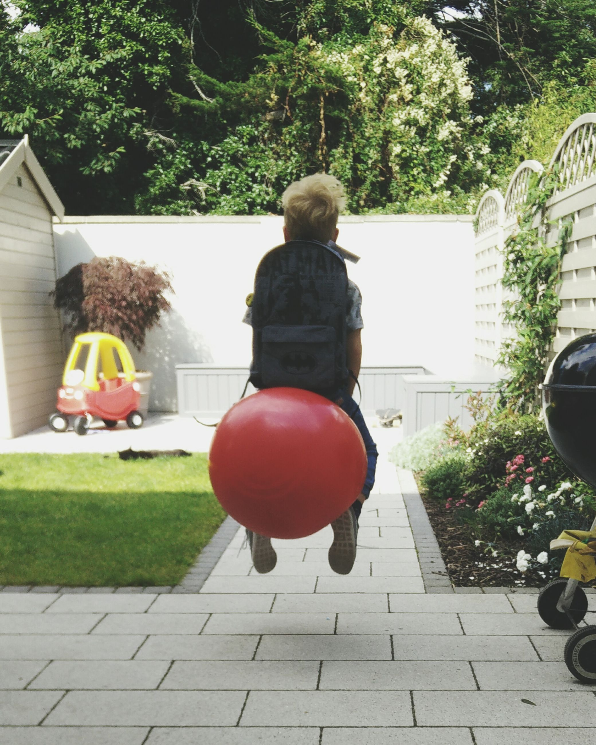 balloon, tree, rear view, full length, childhood, day, real people, outdoors, building exterior, boys, growth, lifestyles, girls, architecture, helium balloon, people