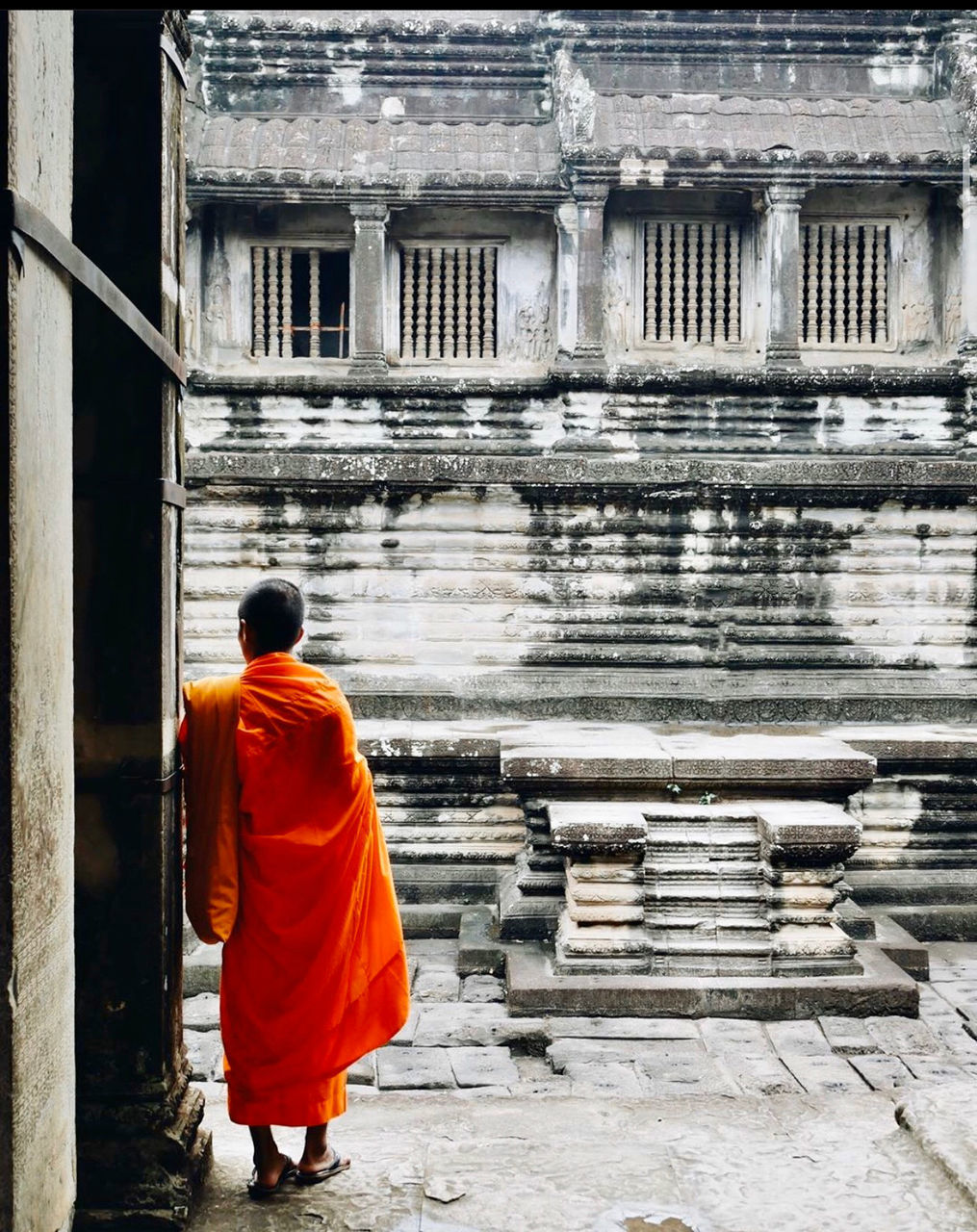FULL LENGTH REAR VIEW OF MAN WALKING OUTSIDE TEMPLE