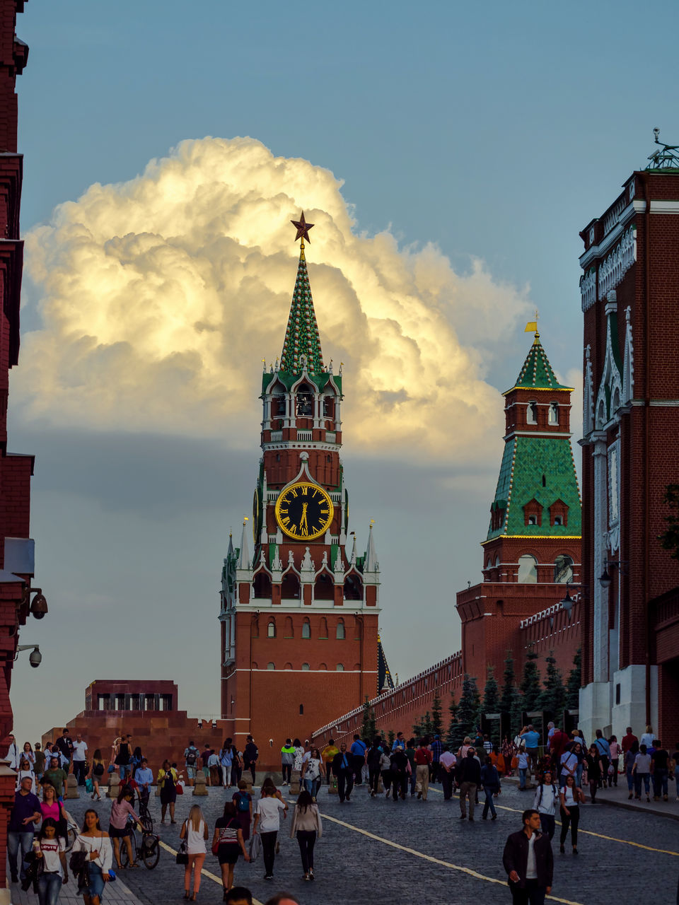 large group of people, architecture, sky, real people, tourism, built structure, building exterior, clock tower, cloud - sky, men, women, outdoors, day, city, clock, people