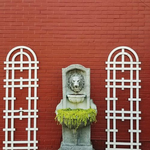 Statue Outdoors Architecture Day Lion Outdoor Decorations Outdoor Decor Street Photography Street Art Red Brick Wall No People