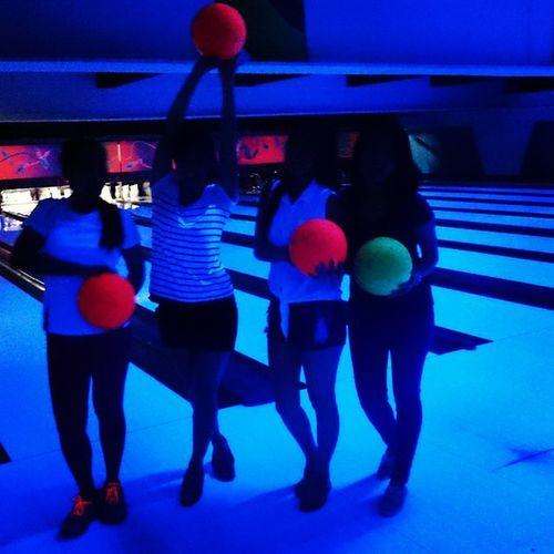 Glowing balls!! 😉 Glowinthedarkbowling