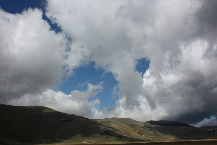 Italy Traveling Castelluccio Sky And Clouds Panoramic View Nature Mountains