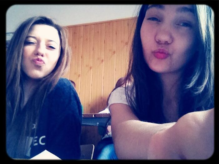 Polishgirl Best Friends Kiss Selfie ✌
