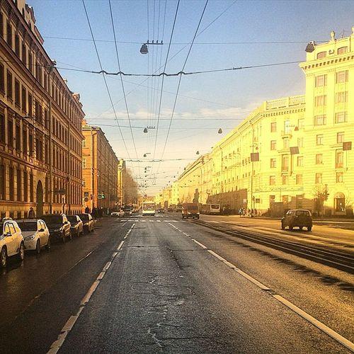 Непривычно раннее утро. Троллейбус. Питер утро весна тепло городпросыпается здесьсолнце