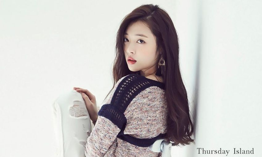 Sulli Queen Beautiful People Beauty Casual Clothing Confidence  Fashionable Front View Long Hair Looking At Camera One Young Woman Only Person Studio Shot Thursday Island White Background Young Adult Young Women