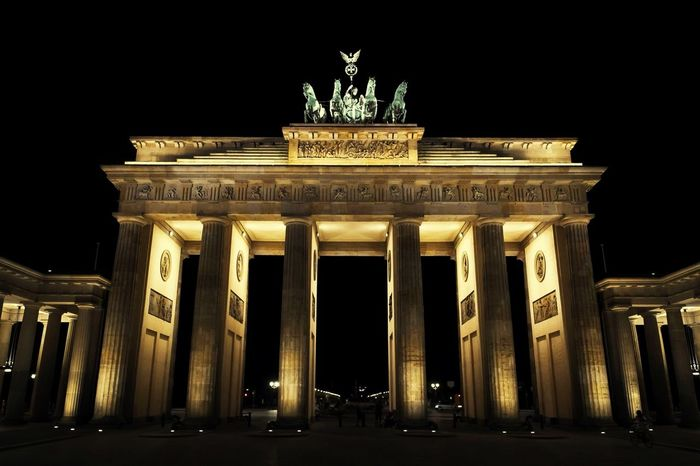 Berlin Art Light And Shadow Cityscapes Steetphotography Collected Community Teamwork