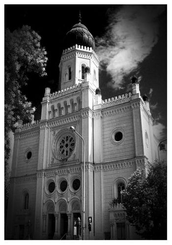 Tudomány és Technika Háza -Kecskemét- Check This Out EyeEm Best Shots Hungary Kecskemét Postcard Sky And Clouds Architecture Bell Tower Bestoftheday Blackandwhite Building Building Exterior Built Structure Churches Day History Landscape Low Angle View No People Outdoors Place Of Worship Religion Sky Spirituality Tree EyeEmNewHere