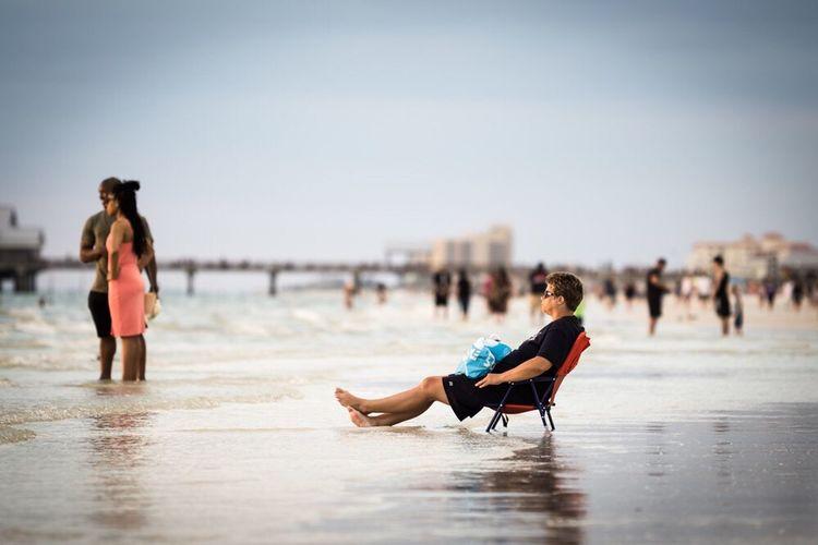 Sommergefühle Beach Water Focus On Foreground Sand Full Length People Sea Young Adult Leisure Activity Sitting Sky sunset Sunset Sundown The Traveler - 2018 EyeEm Awards