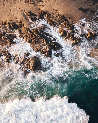 Water flowing through rocks in sea