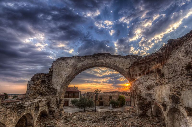 Restos de una sinagoga Cloud - Sky Dramatic Sky Old Ruin Sunset Arch Architecture Built Structure Outdoors No People Abandoned Religious Architecture Spirituality Nubes Clouds Cloudy Sky Sky Architecture Religion Temple - Building Atardecer EyeEmNewHere EyeEm Ready   EyeEmNewHere A New Beginning My Best Photo