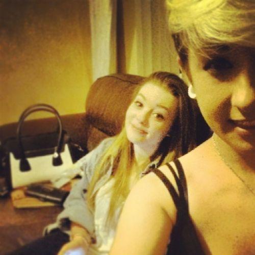 these girls tho! ;) Loves EM Bestmates Ever miley hobbit @wonderwoman5598 @elinorsheeran