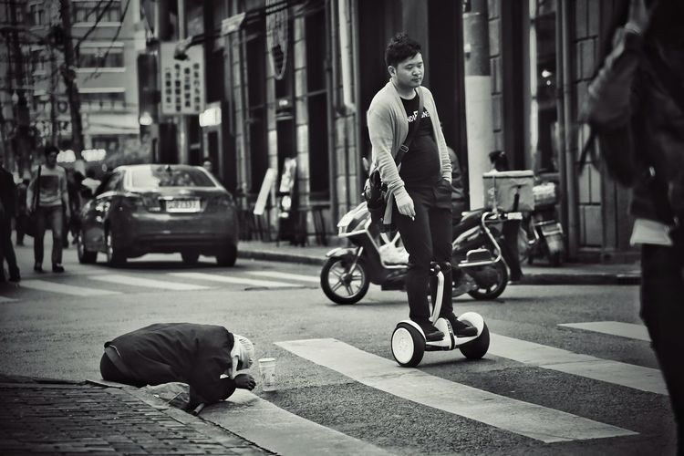 The Photojournalist - 2016 EyeEm Awards Streetphotography The Street Photographer - 2016 EyeEm Awards Check This Out Eye4photography  Open Edit Street Streetphoto_bw Telling Stories Differently Street Photography Blackandwhite Photography Light Up Your Life Taking Photos Popular Photos Discover Your City Black & White People And Places