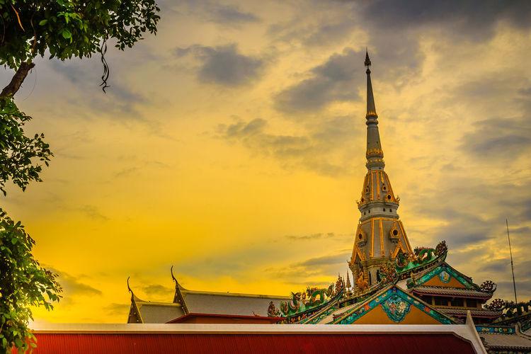 Beautiful golden pagoda at Wat Sothonwararam, a famous public temple in Chachoengsao Province, Thailand. Chachoengsao Chachoengsao Province WAT Sothon Wara RAM Worawihan (WAT Luang PHO Sothon) Wat Sothon Wat Sothon Wararam Worawihan Beautiful Temple Beautiful Temple In Golden Pagoda Golden Pagodas Public Temple Wat Sothonwararam