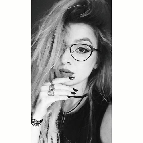 Polishgirl That's Me Rockgirl Rock N Roll Grunge Grungegirl Ootd Glasses Blonde Girl Portrait Eyes Woman Portrait Womanity  Blackandwhite Black & White Warsaw Choker Makeup Makeupartist Messy Hair Model Shooting Metalgirl Metalhead Vintage