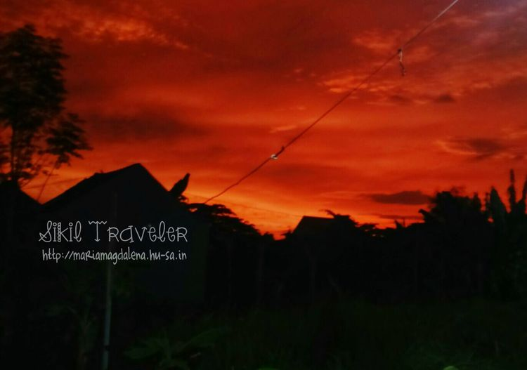 Red sky. Suddenly i feel like living in the mars Sky Sony Xperia Photography. Sikil Traveler My City At Dawn