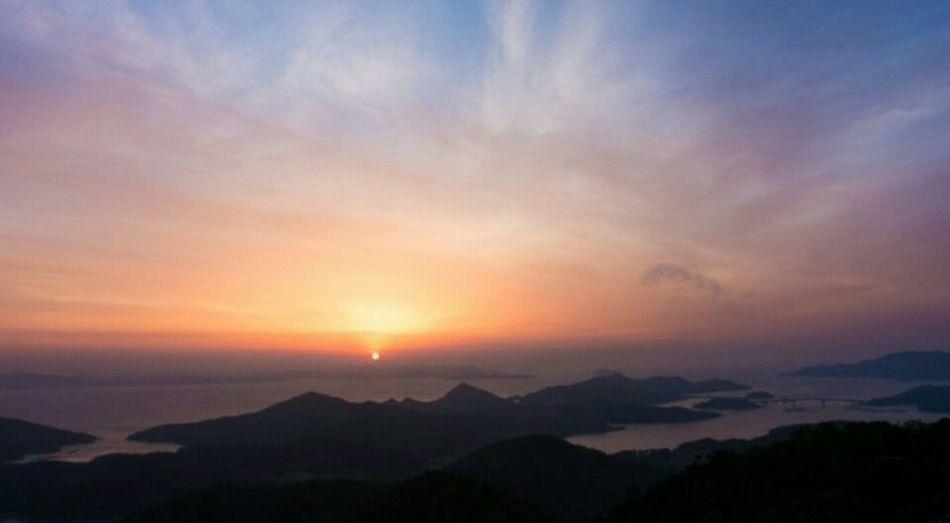 Island Sunrise Happynewyear Happynewyear2019 Mountain Sunset Dramatic Sky Sunlight Multi Colored Sky Landscape Cloud - Sky Mountain Range