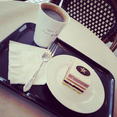 something warm, something sweet^^ Agnesbcafe Americano Whitechoco Cake warm myheart waiting studying mymelody loveforever girlfriend dailyfood