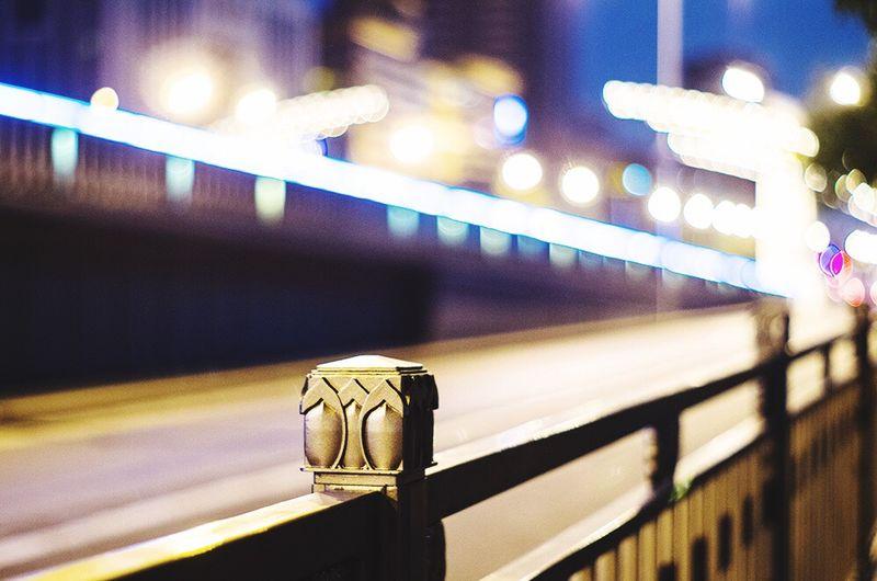 Creative Light And Shadow 晚上下班出来走走,拍拍照放松下。 光晕 栏杆 梦幻 绚丽 夜晚 灯光 Subway Hi 城市