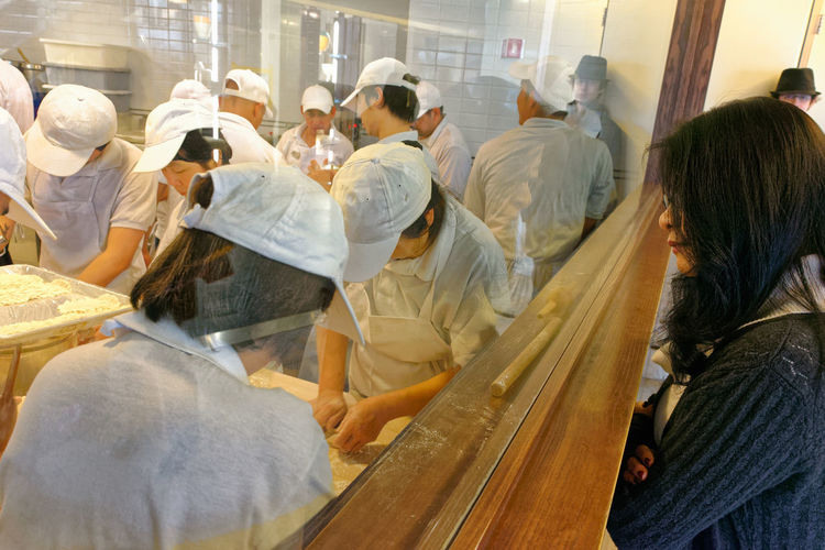 Chinese Food Taiwanese Food Adult Adults Only Chef Chefs Commercial Kitchen Commercial Kitchens Day Din Tai Fung Dumpling Skin Dumplings Food Preparation Indoors  Kitchen Large Group Of People Men People Real People Rear View Steamed Dumplings Women Working