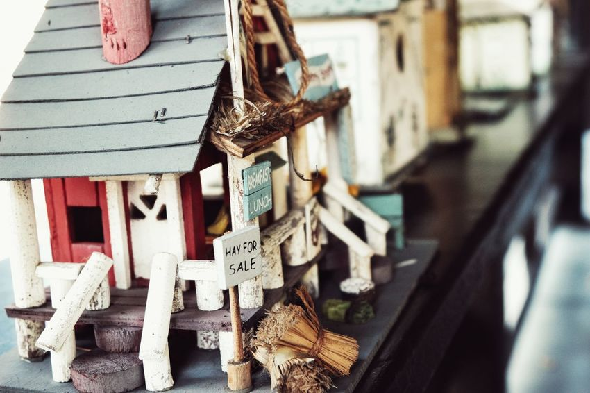 Taking Photos Hello World Check This Out Closeup Capture House Building Architecture Vintage Color Birdhouse Canon Canonphotography Sl1 Home Classic Light Moment