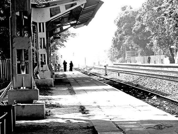 Leading lines B &w Blackandwhitephotograhy Retinaphotoart Mytravellouge Malapuram Railwaystation