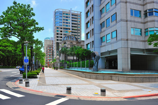Located in Taipei City Renai Road Dibao luxury, is a high-level residential area, the most valuable residential buildings City Senior Residence Taipei City Taiwan Architecture Building Building Exterior Built Structure City Day Emperor High Rise Building Mansion Modern No People Outdoors Sky Tree
